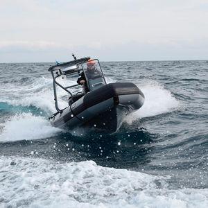 bateau de surveillance / bateau pneumatique semi-rigide / bateau pneumatique