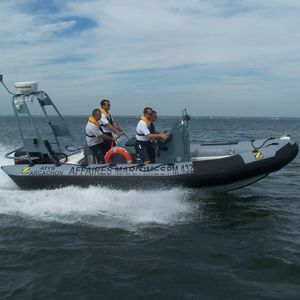 bateau de surveillance / hors-bord / bateau pneumatique semi-rigide
