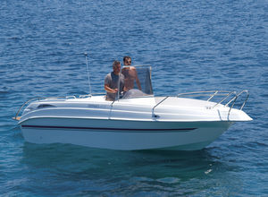 coque open in-bord / à console centrale / max. 6 personnes / bain de soleil