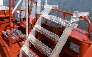 échelle pour navire / latérale / d'embarquement / pour tableau arrière