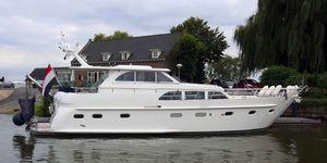 motor-yacht de croisière / avec timonerie / en acier / 2 cabines