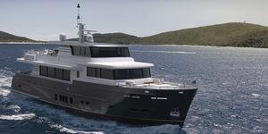 motor-yacht de croisière / explorer / raised pilothouse / à cockpit fermé