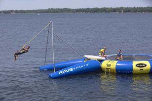 jeu aquatique balançoire