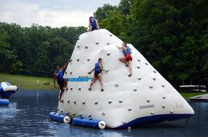 jeu aquatique toboggan / mur d'escalade / gonflable