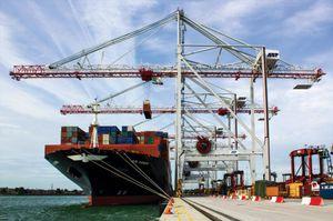 portique à conteneurs Post-Panamax