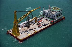 navire spécial transporteur de charges lourdes / polaire / pour la pose de câbles