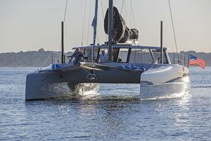sailing-yacht catamaran / de croisière / de course / à cockpit fermé