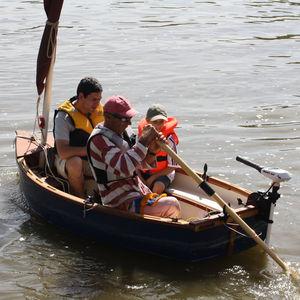 barque hors-bord / de loisir / en fibre de verre / traditionnelle