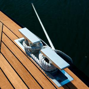 taquet d'amarrage pour yacht