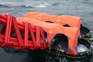 toboggan d'évacuation maritime pour navire