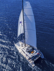 sailing-yacht catamaran / de grande croisière / à fly / 4 ou 5 cabines