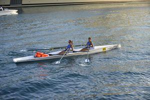 bateau d'aviron de compétition / deux de couple