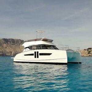 vedette catamaran / in-bord / à fly / 2 cabines