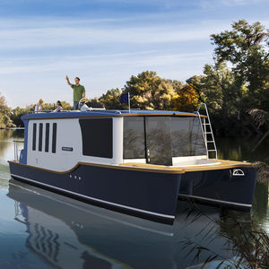 cabin-cruiser fluvial