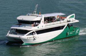 navire à passagers catamaran