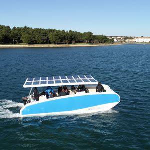 coque open électrique à énergie solaire / catamaran / hors-bord / à console centrale