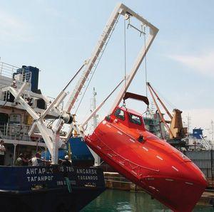 bossoir pour canot de sauvetage à chute libre / pour navire / hydraulique