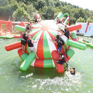 jeu aquatique planète / gonflable / flottant