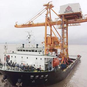 déchargeur de navire à benne