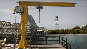 grue pour chantier naval / à flèche relevable