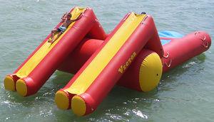 jeu aquatique catapulte / flottant