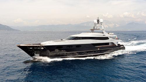 super-yacht de croisière / avec timonerie / hard-top / en acier
