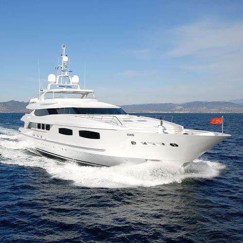 mega-yacht de croisière / avec timonerie / en acier