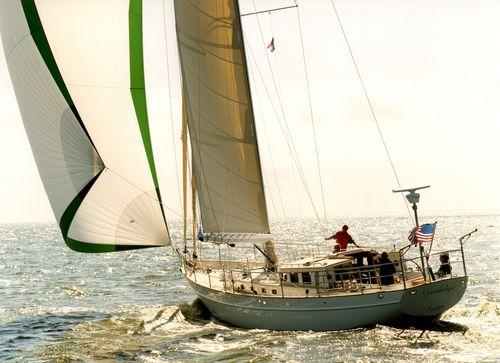 sailing-yacht de croisière / cockpit ouvert / cockpit central / en aluminium