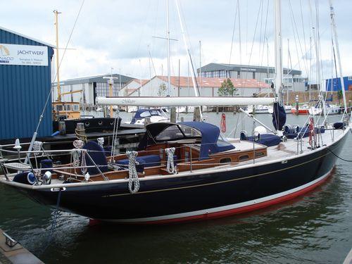 sailing-yacht traditionnel / cockpit ouvert / 3 cabines / sur mesure
