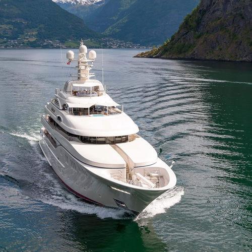 méga-yacht de croisière / à fly