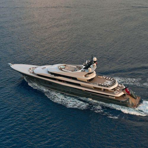 méga-yacht de croisière / raised pilothouse / avec héliport / avec piscine