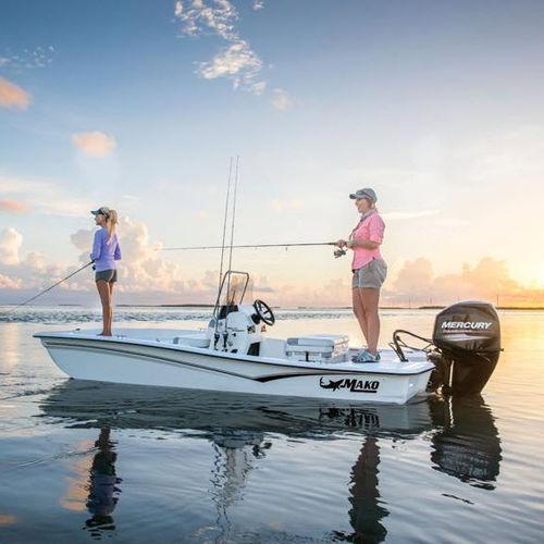 bay boat hors-bord / à console centrale / de pêche sportive / skiff