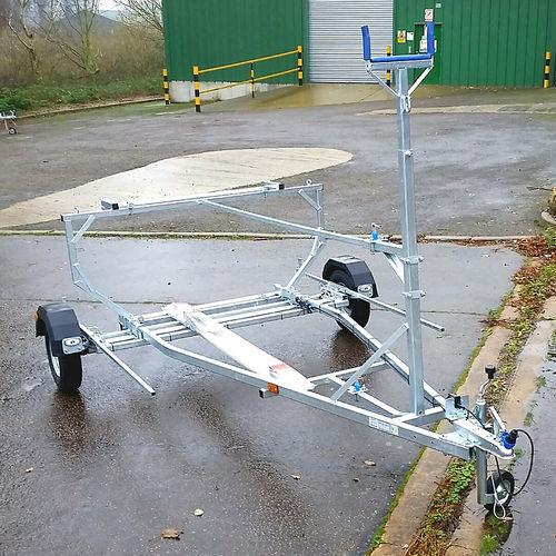 chariot de mise à l'eau / de transport / pour dériveur / pour bateau