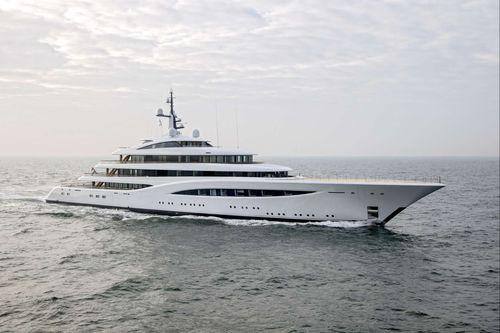 mega-yacht de croisière / avec timonerie / avec héliport