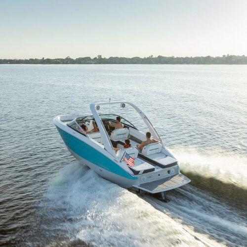 runabout in-bord / à double console / bow-rider / de ski nautique