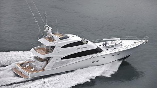 super-yacht de pêche sportive / à fly / en composite / à déplacement