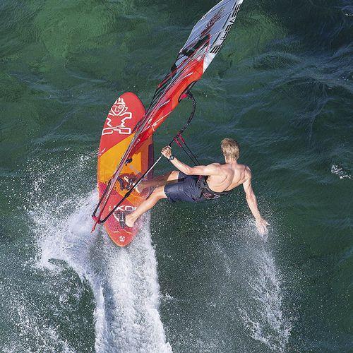 planche à voile de vagues