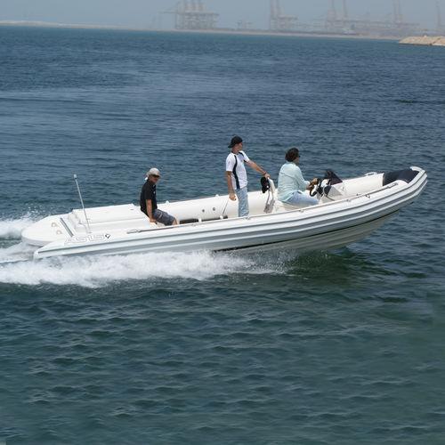 bateau de travail / in-bord / bateau pneumatique semi-rigide