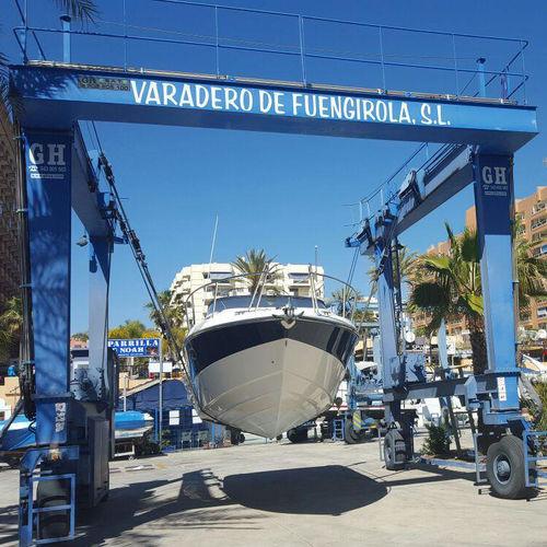 grue pour yacht / portuaire / pour marina / sur pneus