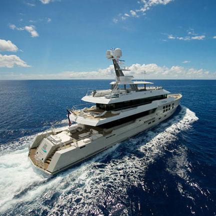 super-yacht de luxe pour expédition / avec timonerie / en acier / coque à déplacement