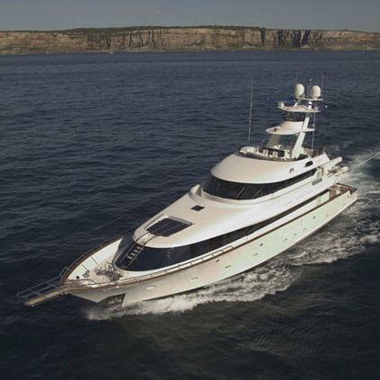 super-yacht de luxe de pêche sportive / raised pilothouse / à fly / en composite
