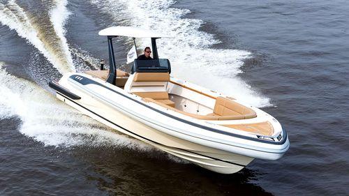 bateau pneumatique stern-drive