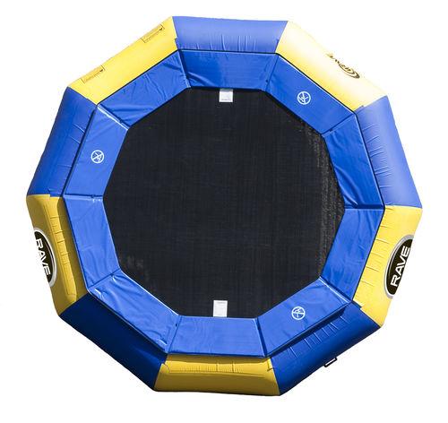 jeu aquatique trampoline