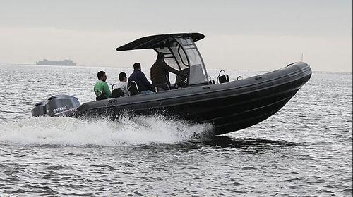 bateau de surveillance / bateau de support pour la plongée / hors-bord / bateau pneumatique semi-rigide