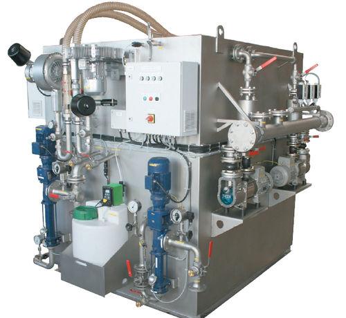 système de traitement d'eaux usées / pour navire / à membrane / biologique
