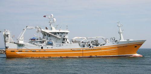 navire de pêche professionnelle chalutier à perche