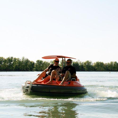 bateau pour base de loisirs / électrique / in-bord POD-drive / transportable par conteneur