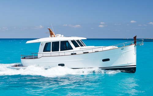 vedette in-bord / diesel / à cockpit fermé / lobster