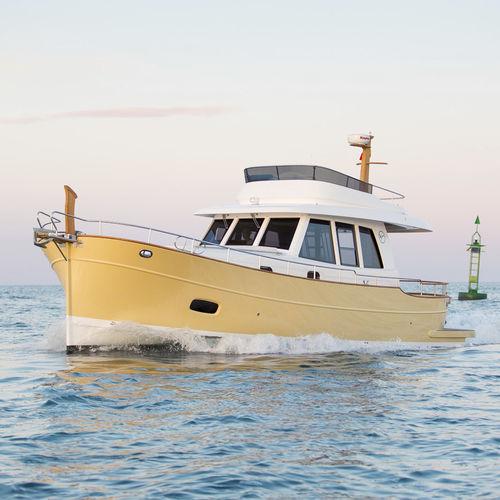 vedette in-bord / diesel / à fly / lobster