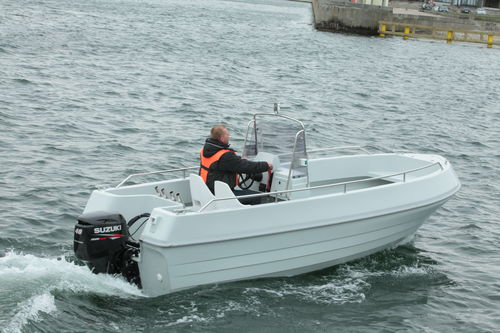 coque open hors-bord / de pêche sportive / max. 7 personnes